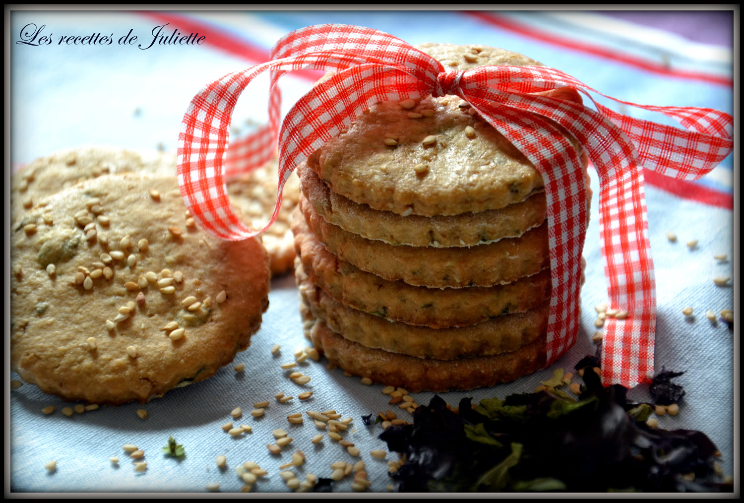 Biscuits with sesame seeds and seaweed