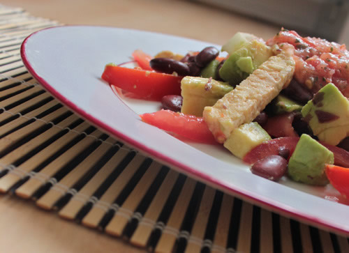 Mexican salad with tempeh