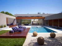 garden-lounge-furniture-8-gorgeous-outdoor-sofas-1415709662.jpg