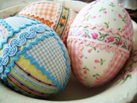how-to-decorate-your-easter-eggs-with-textiles-1415626021.jpg