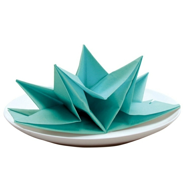 11 Best Napkin Folding Ideas - How to Fold Fancy Napkins Videos | 600x600