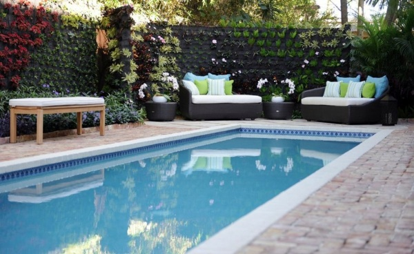 Vertical Garden Next To The Swimming Pool Brings More Green Into Your Home Interior Design Ideas Avso Org