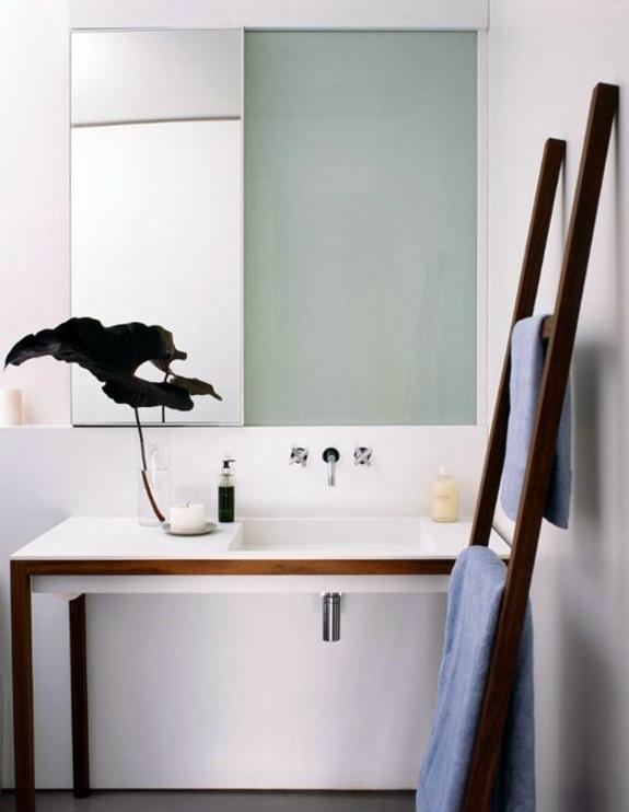 Badeinrichtung - Wooden towel ladder in both rustic as well as in modern bathroom