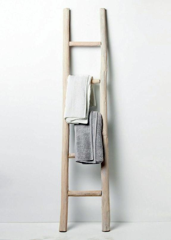 Möbel - Wooden towel ladder in both rustic as well as in modern bathroom