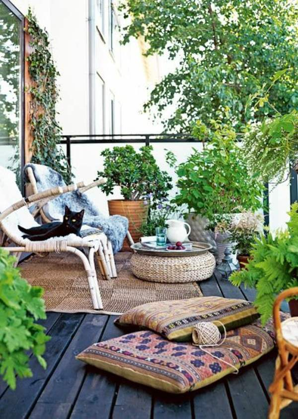 A colored carpet will refresh your terrace balcony beautiful