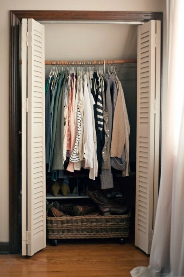 Chooses how to right doors for wardrobes