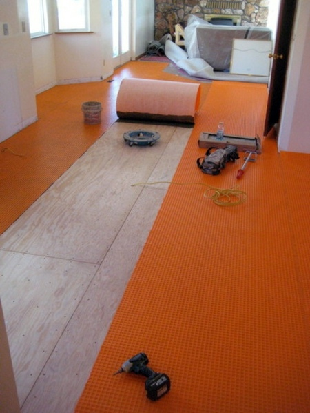 Combination of floor tiles and hardwood flooring - seamless transition between rooms