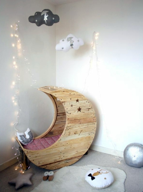 DIY Möbel - Moon cot from Euro pallets