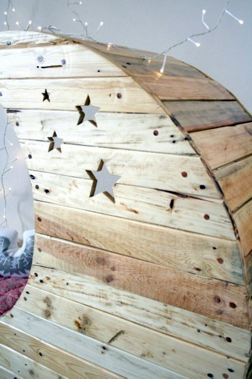 Kinderzimmer - Moon cot from Euro pallets
