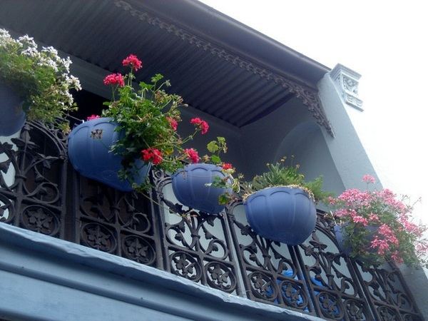 On balcony make hanging garden - Cool ideas for small garden on the balcony