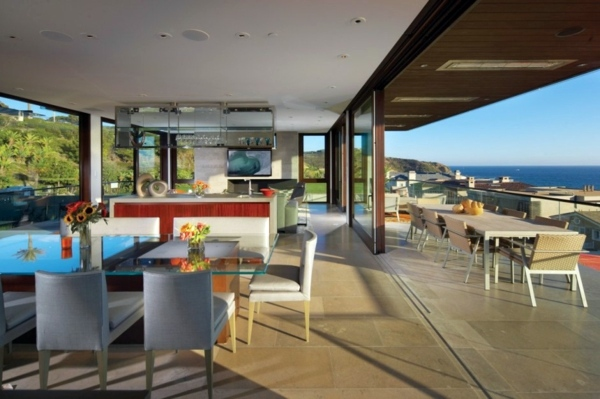 Beach residence in California offers relaxing atmosphere and attractive open spaces