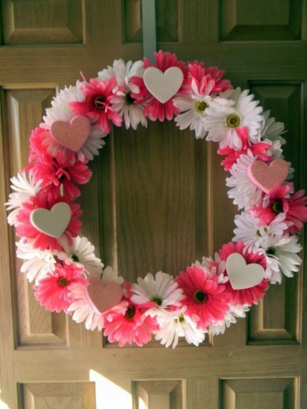 Tinker 10 Cool Valentine's Day wreaths itself