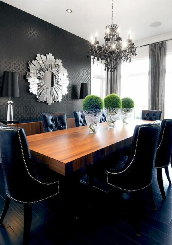 The black wallpaper creates an artistic living environment in your home
