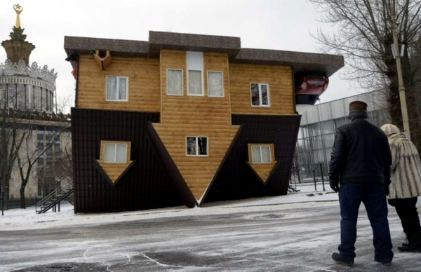 Art - Upside Down House in Russia - amazing sight