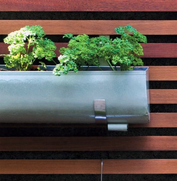 Garten & Pflanzen - Create a vertical garden for your home by wooden panels