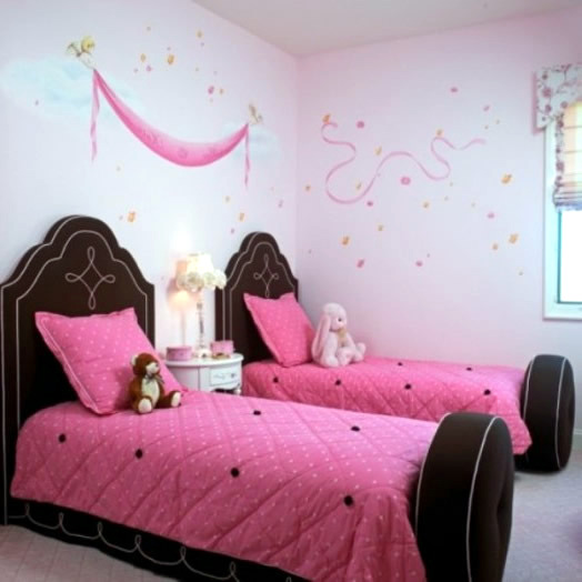Color combination in the girls room: With Pink and Brown Setup
