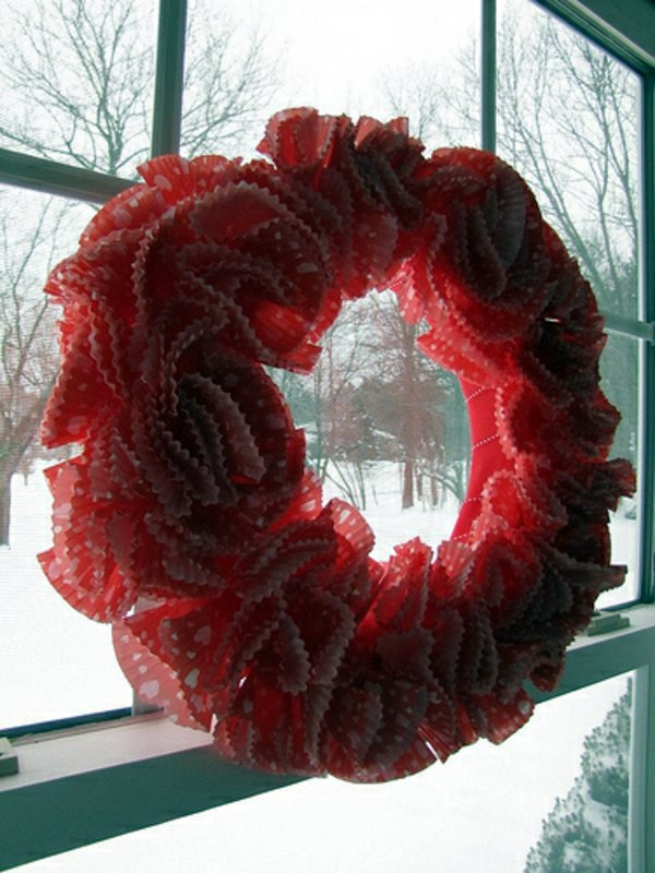 Dekoration - Make cupcake paper Valentine's Day Wreath itself