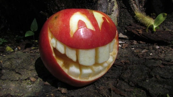 Bastelideen - Decorative fruit carving - apple art and expressive faces