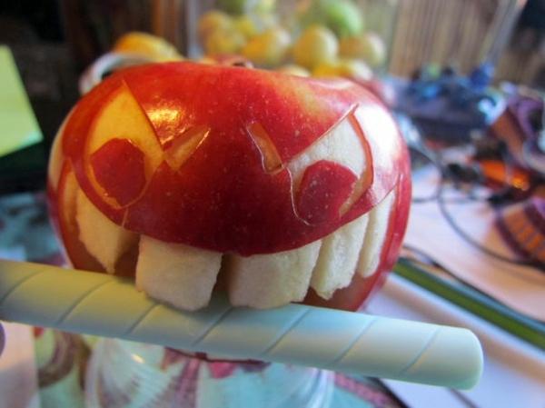 Kunst - Decorative fruit carving - apple art and expressive faces