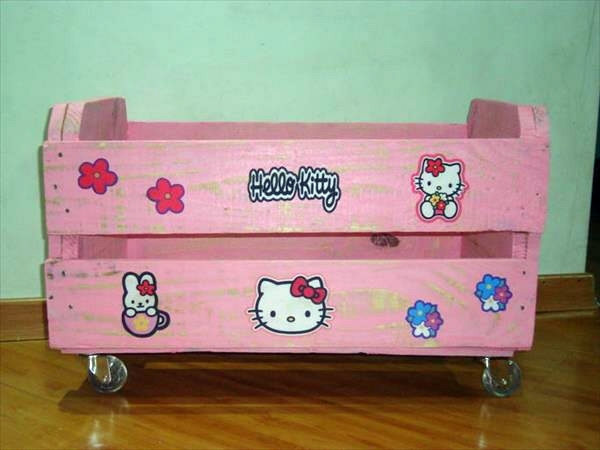 Bastelideen - Pink storage box on wheels made of wood pallets