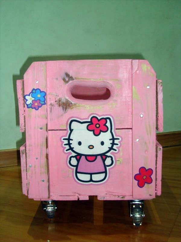 DIY Möbel - Pink storage box on wheels made of wood pallets