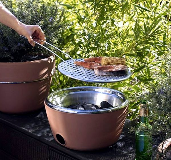 Geräte - The best barbecue for your balcony - your barbecue and herb pot in one (plus video)