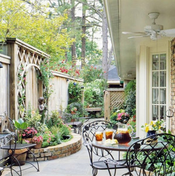 Patio Tour: Classic courtyard with pond and fountain ... on Courtyard Pond Ideas id=61622