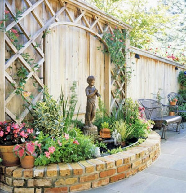 Patio Tour: Classic courtyard with pond and fountain ... on Courtyard Pond Ideas id=15787