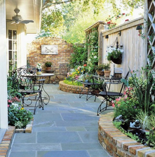 Patio Tour: Classic courtyard with pond and fountain ... on Courtyard Pond Ideas id=86887