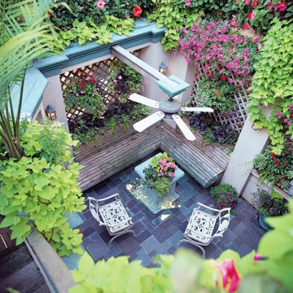 Patio Tour: Classic courtyard with pond and fountain ... on Courtyard Pond Ideas id=59150