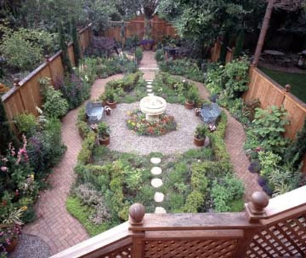 Patio Tour: Classic courtyard with pond and fountain ... on Courtyard Pond Ideas id=98280