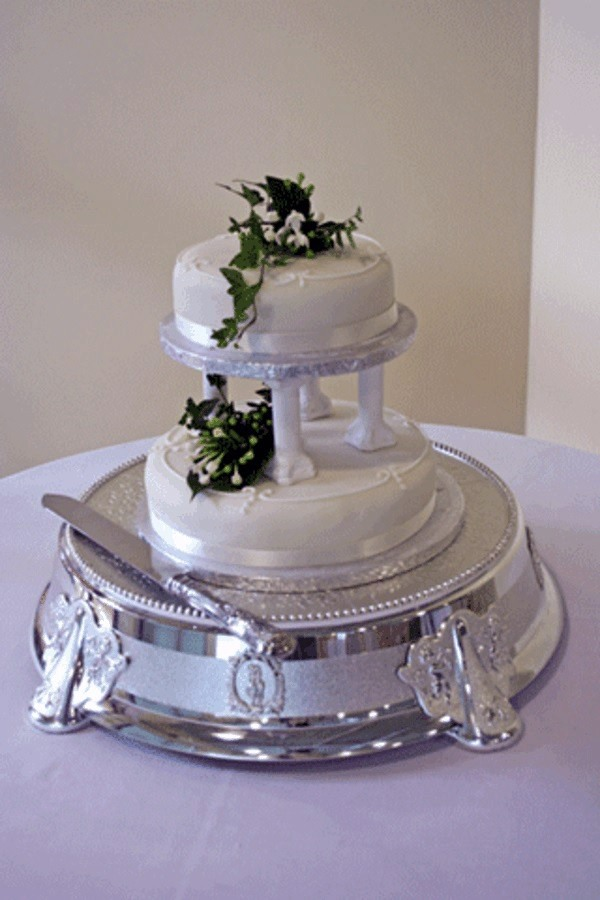 Cheap two-tiered wedding cakes