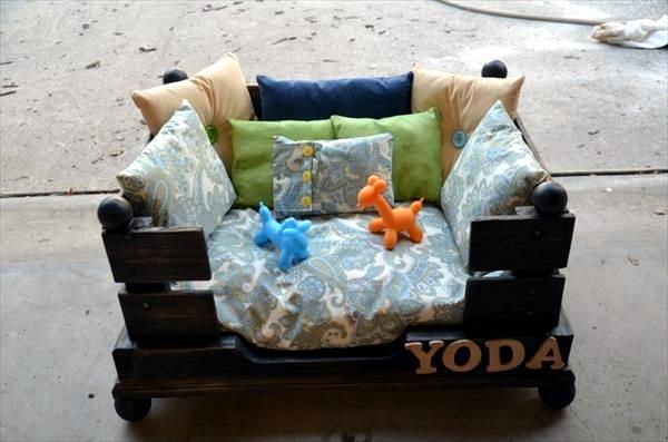 Europaletten - DIY wooden dog beds from Euro pallets