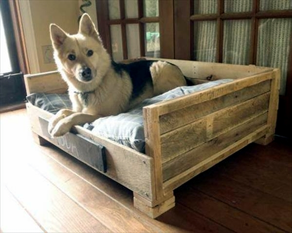 DIY wooden dog beds from Euro pallets