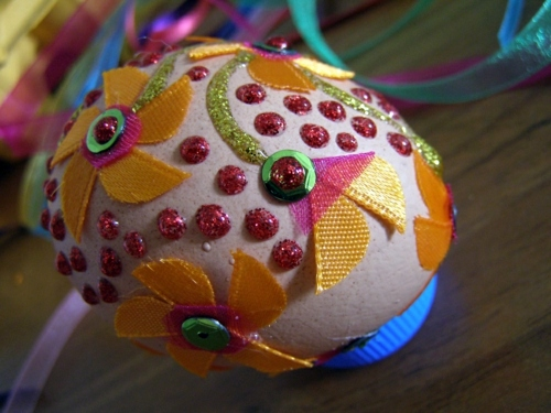 Easter eggs decorated with beads - tinker Osterdeko itself