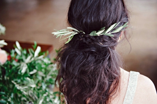 Lifestyle - Bridal hairstyle half open - come on in style under the hood!