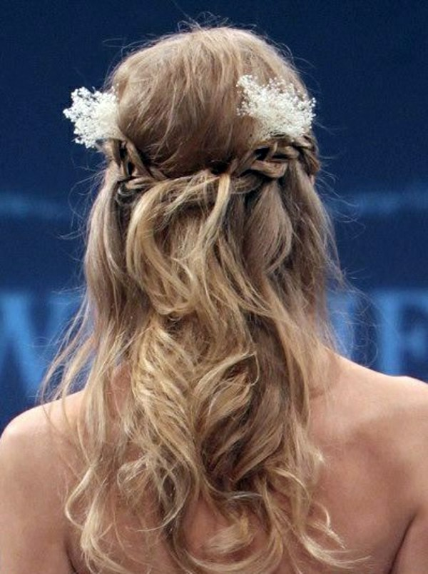 Trends - Bridal hairstyle half open - come on in style under the hood!