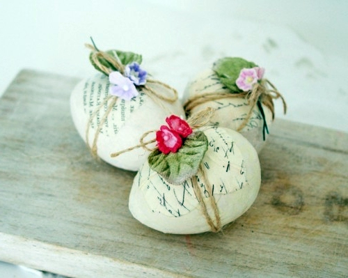 Make Easter eggs with decoupage
