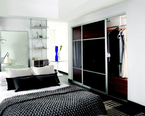 Möbel - Wardrobe with sliding doors